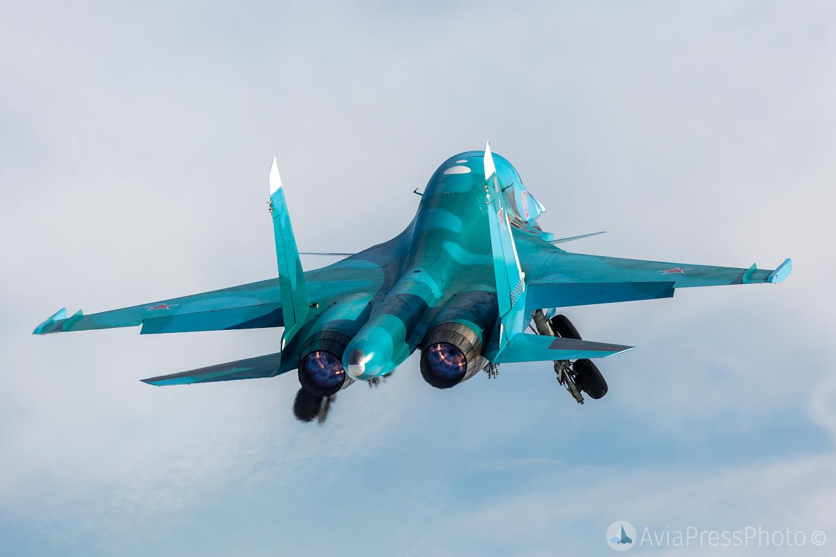 Su-34 training flights at Central Military District | AviaPressPhoto